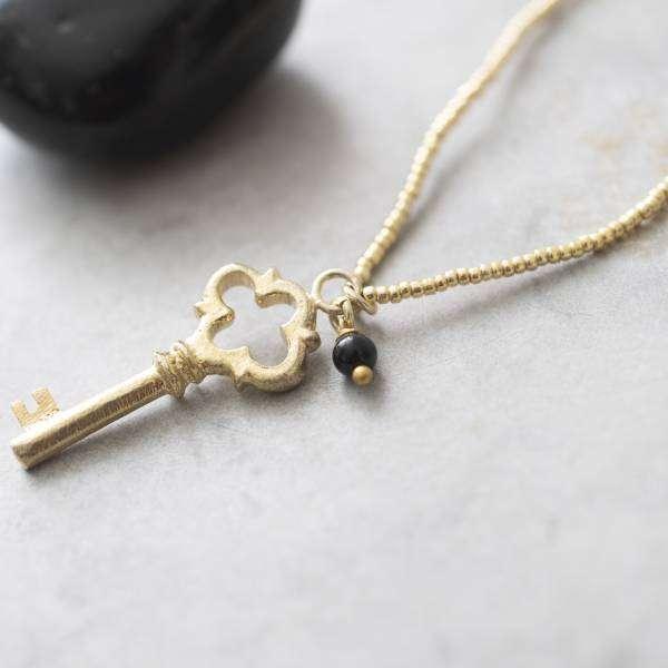 Halskette mit goldenem Schlüssel und Onyx abeautifulstory